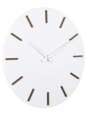 White round resin Hvit wall clock with wooden markers | 01115