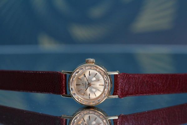 Womens Pre-owned Omega Watch 18K Cocktail